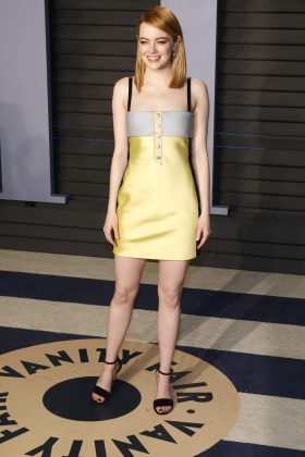 The Oscar winner turned up at the 2018 Vanity Fair after-party in a rather simple satin yellow mini dress designed by Louis Vuitton. (Photo: WENN)