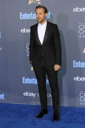 Ryan skipped the tie and instead wore a button up white shirt underneath a black jacket with tuxedo-like lapels at the 2016 Critics Choice Awards. (Photo: WENN)