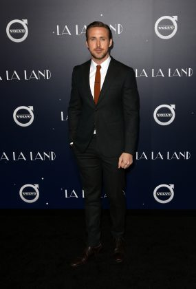 """Ryan brought attention to his beautiful face with a burnt orange tie paired with a dark suit at the world premiere of """"La La Land."""" (Photo: WENN)"""