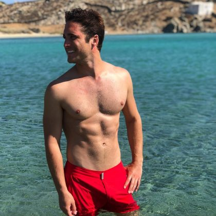 With pictures that often showcase Diego's enviable toned abs, the actor has managed to amass over 3.3 million followers on Instagram alone! (Photo: Instagram)