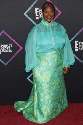 Retta's look was eye-popping but not in a good way. (Photo: WENN)