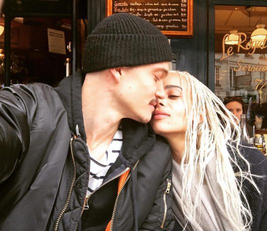 Zoe and Karl having a romantic brunch in Paris. (Photo: Instagram)