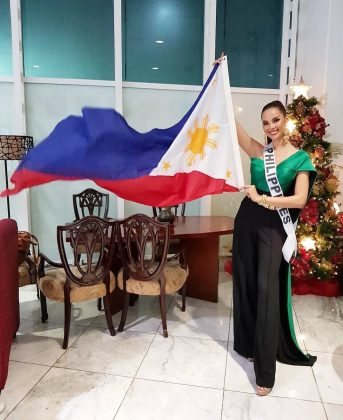 She's half-Scottish, half-Filipino. Catriona's father Ian Gray is Scottish and her mother Normita Magnayon is Filipino. Catriona was born in Cairns, Australia, and moved to the Philippines when she was 18. (Photo: Instagram)