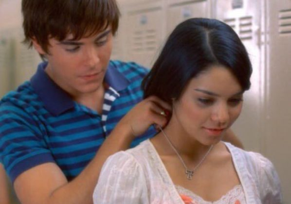 "Even though she's supposed to have a freakishly gifted mind, when Zac gives her the ""T"" for Troy necklace, she can't figure out herself what the letter stands for. (Photo: Release)"