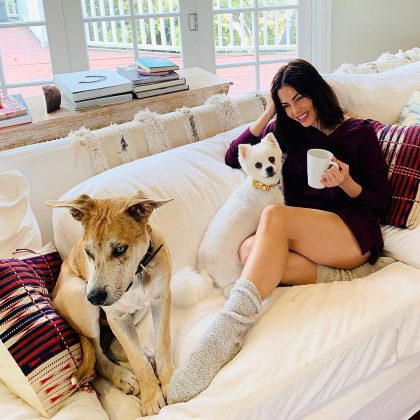 "Jenna Dewan had a ""relaxing and beautiful holiday"" with those she loves—including her two adorable pups. (Photo: Instagram)"