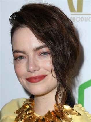 A lot people think that Emma Stone is a natural redhead since she had that color for much of her career. She just recently went even darker. But deep down, Em is a natural blond. She looks amazing with any hair color, though! (Photo: WENN)