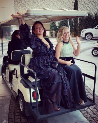 Maya Rudolph and Amy Poehler showing the A-list how to travel in style. (Photo: Instagram)