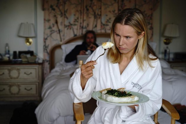 Kristen Bell has got this getting ready for an awards ceremony thing all figured out. (Photo: Instagram)