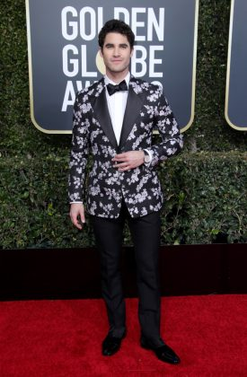 The normally dapper Darren Criss unfortunately opted for a Dior suit jacket that gave us major Ikea-bedspread vibes. (Photo: WENN)