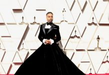 Billy Porter arrived ready to snatch wigs in an actual velvet tuxedo gown by Christian Siriano. (Photo: WENN)