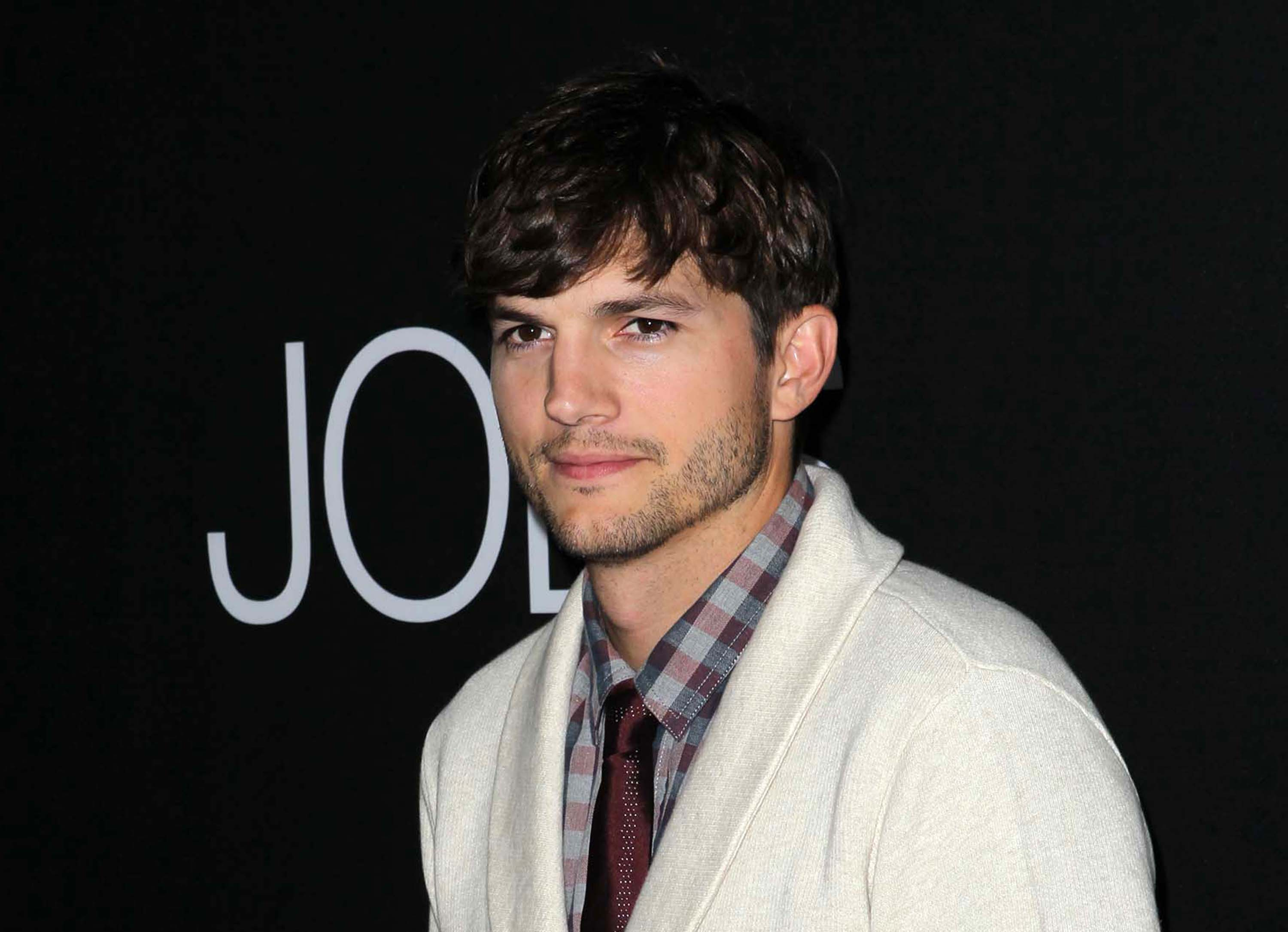 18 Fun Facts About Ashton Kutcher Not Even Mila Kunis Knows About