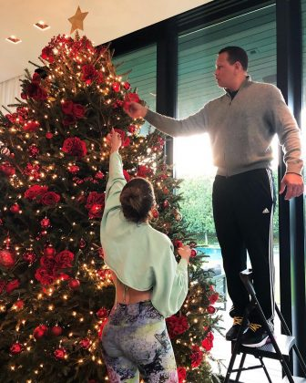 Hollywood's hottest couple putting up their Christmas tree. (Photo: Instagram)