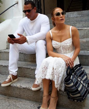 J-Lo and A-Rod looking neat during their romantic Italian getaway. (Photo: Instagram)