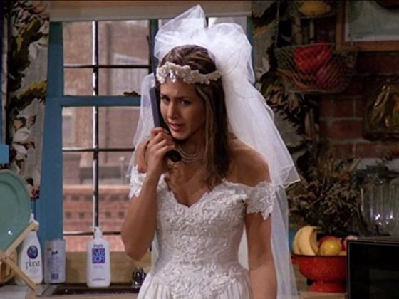 Rachel Green appeared in the very first episode of 'Friends' wearing a lace, off-the-shoulder wedding dress with a veil. (Photo: Release)