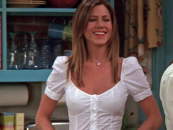 Rachel paired white, fitted, puffy-shouldered blouse with medium-wash blue jeans. (Photo: Release)