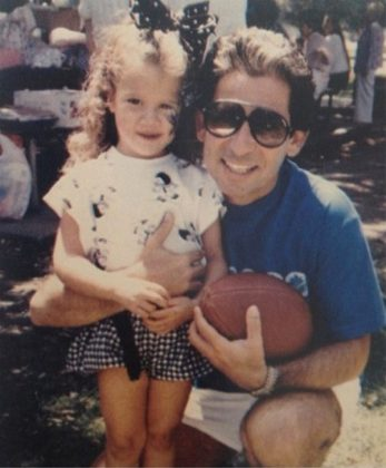 A young Klohé Kardashian posing with her dad. (Photo: Instagram)