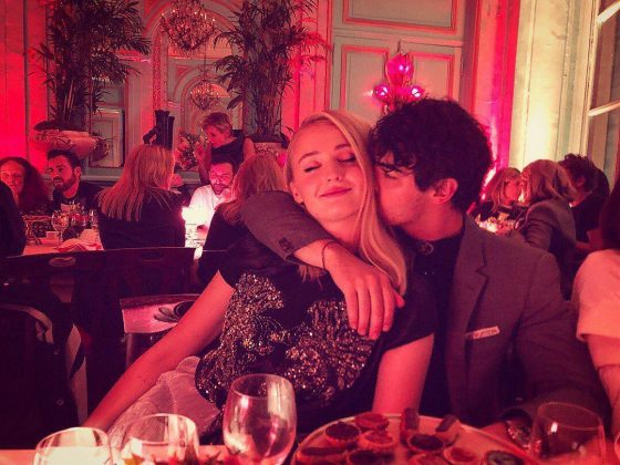 Joe Jonas and fiancée Sophie Turner helped the city of love stay true to its name during a romantic night out in Paris. (Photo: Instagram)