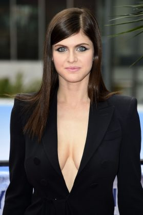 While the two never confirmed their romance, it's was rumored that Zac started his 'Bay Watch' co-star Alexandra Daddario in 2015. By summer 2018, things suddenly ended between this two. (Photo: WENN)