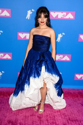 The singer walked the 2018 MTV Video Music Awards red carpet in a cobalt blue high-low, dip-dyed ballgown by Oscar de la Renta. (Photo: WENN)