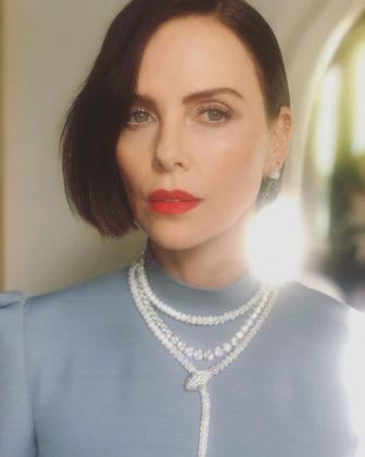 In a last-minute move, Charlize Theron trusted in her hairstylist to give her a blunt brunette bob just before the 2019 Oscars! (Photo: Instagram)
