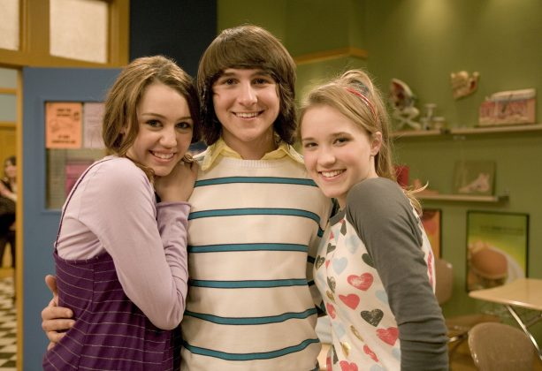 Mitchell Musso wore his hair long throughout the series not because it was a 2000's fashion, but because Disney wanted to hide the fact that his ears were pierced. (Photo: Release)
