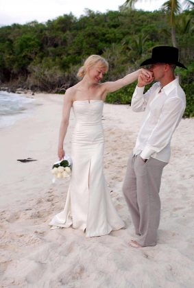 "Renée Zellweger cited ""fraud"" as the reason of her split from Kenny Chesney after only 4 months. Apparently, they couldn't agree on the ""objective of their marriage."" Weird. (Photo: WENN)"