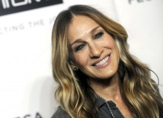 """Click through our photo gallery to see 10 style lessons from Sarah Jessica Parker that will take your fashion game to a """"Sex and the City"""" level. (Photo: WENN)"""