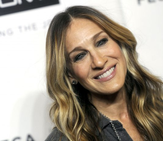 "Click through our photo gallery to see 10 style lessons from Sarah Jessica Parker that will take your fashion game to a ""Sex and the City"" level. (Photo: WENN)"