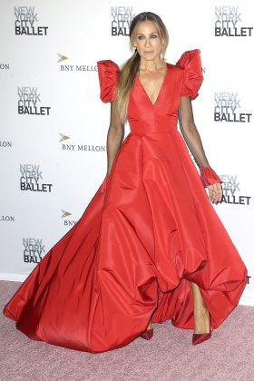 The bigger the better! One of the reasons why we love SJP is because she's not afraid to take a big, bold fashion risk—especially when it comes to rocking voluminous gowns. (Photo: WENN)