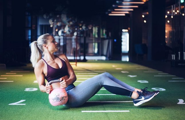 Bro isn't afraid to sweat… a lot. She's often at the gym just working on her fitness—and Instagram is her witness. She regularly takes to social media to share her training techniques. (Photo: Instagram)