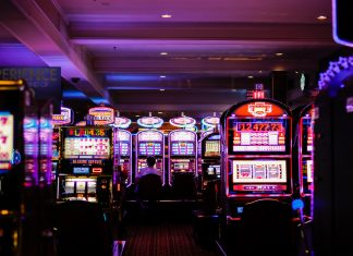 The tension and thrill of gambling with real money transfers, carried over to the silver screen, generating a unique excitement and an emotional roller coaster. (Photo: Released)