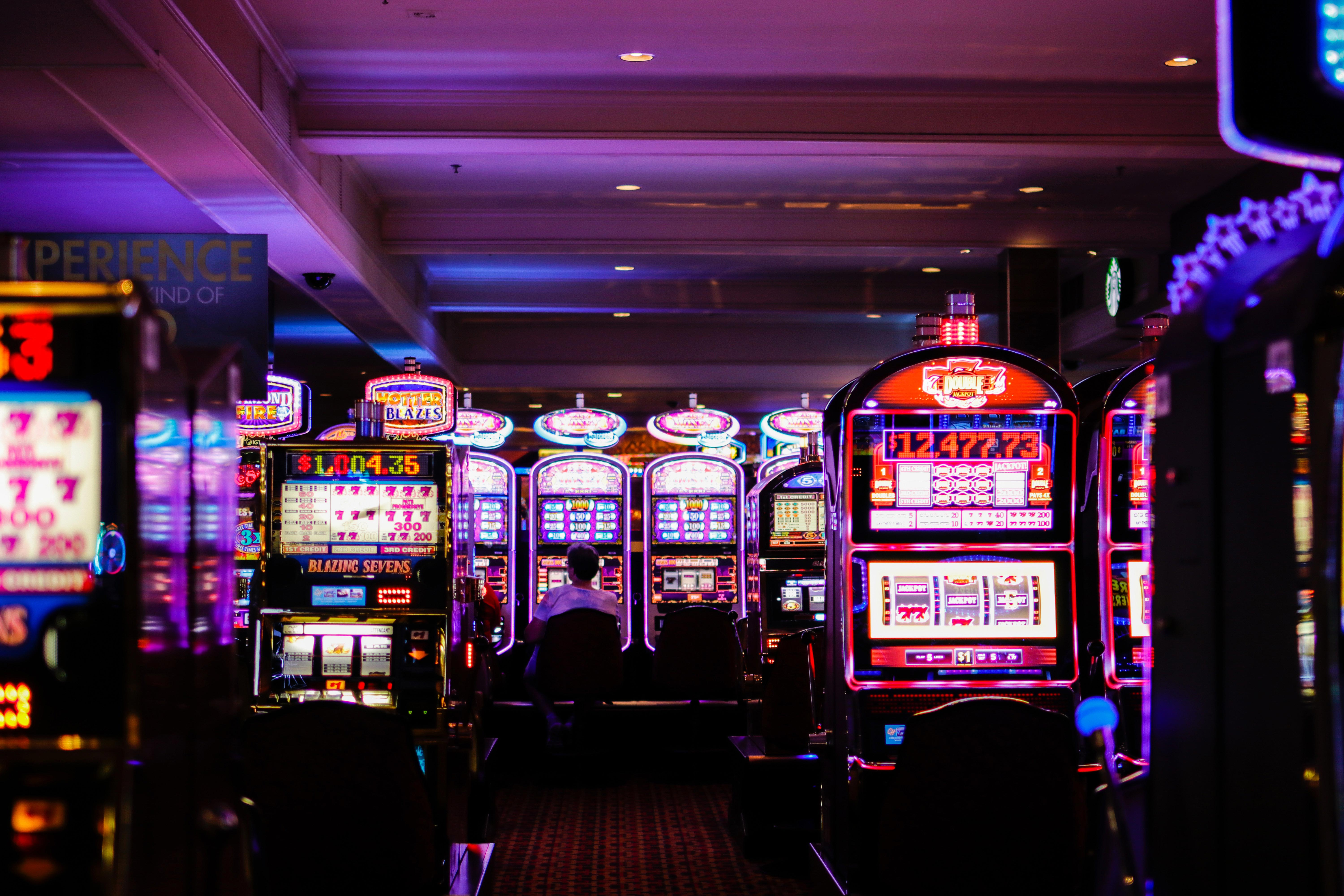 Today, many people replaced land-based casino rooms with online casino sites. (Photo: Released)
