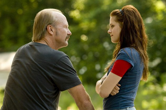 "The small and intimate indie flick ""Yellow Handkerchief"" rises above its overly familiar ingredients thanks to riveting performances from William Hurt and Kristen Stewart to deliver an extremely touching ending. (Photo: Release)"
