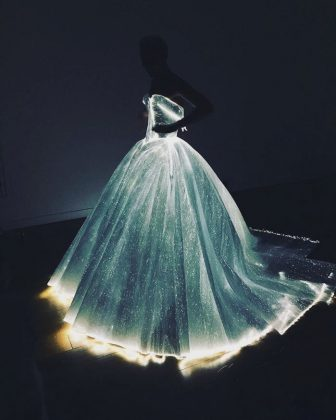 Claire Danes also wore a light-up dress for the 2016 Gala. (Photo: Instagram)