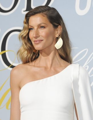 That same year, Page Six reported that Chris and Gisele Bündchen had become an item. However, the model refuted the news not long after. (Photo: WENN)