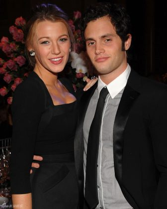 "It probably was super awkward for Blake Lively and Penn Badgley to marry each other on ""Gossip Girl"" following the end of their 3-year relsationship. (Photo: WENN)"