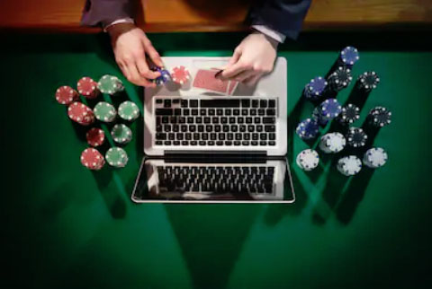 Online casinos want to pamper you and give you things for free. This is how they attract new punters and lure them into the world of online gambling. (Photo: Pixabay)