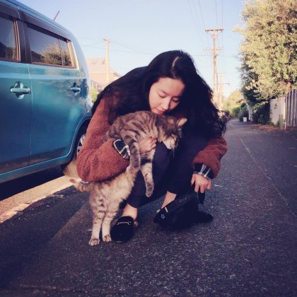 She likes cats… a lot. Yifei and her mom reportedly have a habit of finding new homes for stray cats. Her Beijing flat was converted into a kind of cat sanctuary at one point—she was harbouring more than 30 cats a t a time! (Photo: Instagram)