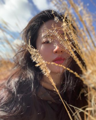 She was born in Wuhan. However, Liu Yifei moved to the United States with her mom when she was 10, settling down in Queens. She stayed in The Big Apple until she was 14, when she moved back to China. (Photo: Instagram)