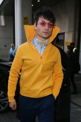 Ezra drew some inspiration from the Micheline Man in a winter puffer coat and black lipstick at the Crimes of Grindelwald world premiere. (Photo: WENN)