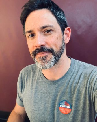 "Steve Kazee is an award-winning Broadway star. He won a Tony in 20120 for Best Performance by Leading actor for ""Once,"" and he also won a Grammy for the soundtrack. (Photo: Instagram)"
