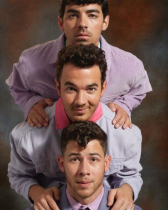 Because he's a family man. Despite being a busy superstar, this Jonas Brothers is close to his parents and siblings (evidently). To Nick, family always comes first! (Photo: Instagram)