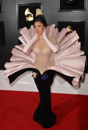 The rapper surprised us with a showstopping oyster-like vintage dress at the Grammys 2019 red carpet. (Photo: WENN)