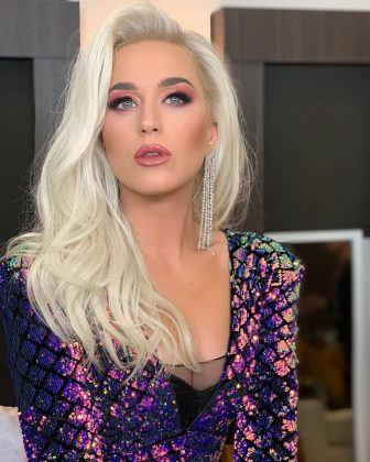 Katy Perry rocking a long icy blonde wig. (Photo: Instagram)