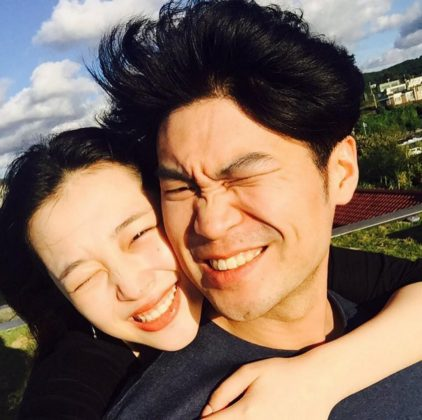 Unlike many K-Pop stars, Sulli was very open about her romantic life. In 2014 it was confirmed she was dating rapper Choiza, member of Dynamic Duo. They broke up in 2017. (Photo: Instagram)