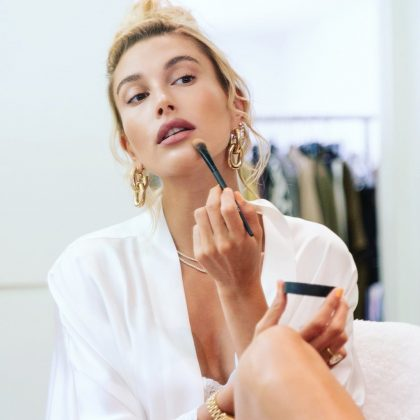 Hailey almost always does her own makeup, even when she is on a modeling job. In fact, she would like to become a makeup artist is she wasn't a model. (Photo: Instagram)