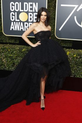 The super model walked the red carpet at the 2018 Golden Globe Awards in a voluminous tulle dress with elegant lace trail. (Photo: WENN)