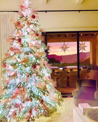 Khloé Kardashian's pastel Christmas tree perfectly matched that pink Calabasas sunrise. (Photo: Instagram)