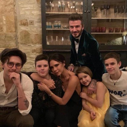 The Beckham family gave us all the #FamilyGoals vibes with their adorable group picture. (Photo: Instagram)