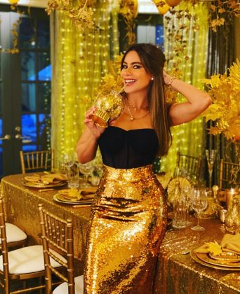 Sofia Vergara and her family had the most glamorous Thanksgiving dinner. (Photo: Instagram)